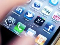 Smartphone-ul, cel mai bun mijloc de economisire. Au aparut aplicatiile de comparare a preturilor, pentru Black Friday