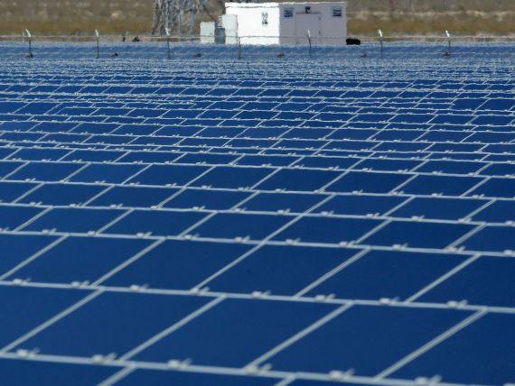 Parcul fotovoltaic de la Sebis, Arad, unul dintre cele mai mari din Europa, aproape de finalizare. Investitie de 100 mil. euro
