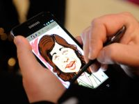 Samsung face bani de pe urma prabusirii Sony si Panasonic. Actiunile companiei au atins un nivel record