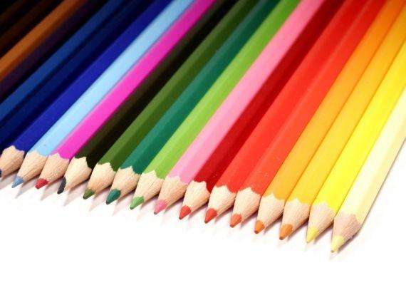 Seful bdquo;te citeste  dupa cum te imbraci. Ce culori trebuie sa porti la serviciu ca sa faci impresie buna