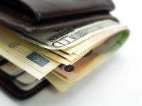UE vrea sa limiteze bonusurile bancherilor la maximum dublul salariului fix