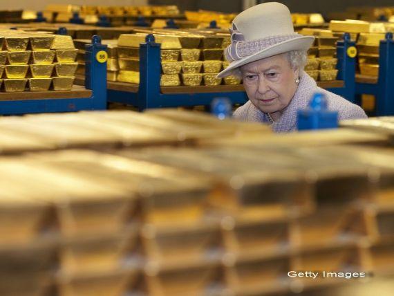 Regina Elisabeta a II-a a aflat de ce nu a fost anticipata criza financiara:  Poate ca este dificil