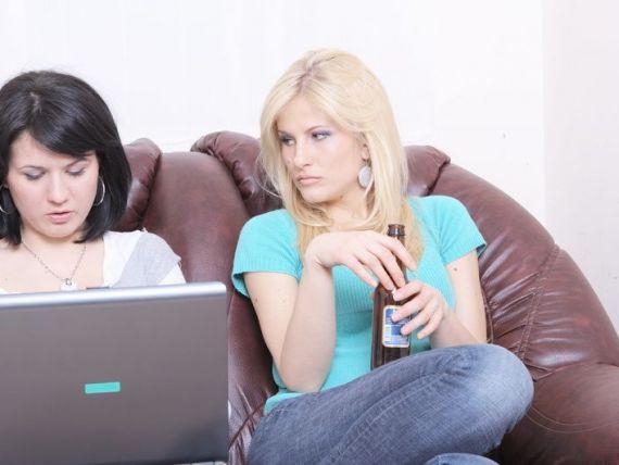 Romanii sunt peste media UE la citit stiri online, dar penultimii in ceea ce priveste internet bankingul