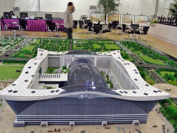Chinezii bat record dupa record. Complexul gigant unde se ridica cea mai mare cladire din lume si unde soarele va straluci 24 de ore
