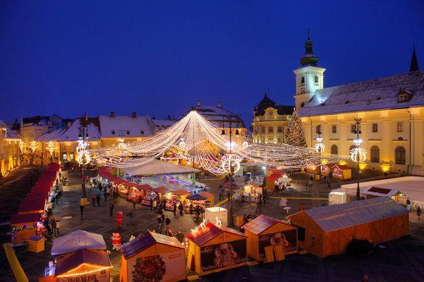 Descris precum un oras mic situat in inima Transilvaniei, cunoscut datorita frumusetiilor naturale, a peisajelor si a istoriei bogate, Sibiu a depasit Roma, dar si orasul spaniol Deia (regiunea Mallorca) in clasamentul american.