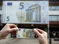 Europa a schimbat banii. Noile bancnote de 5 euro au intrat in circulatie
