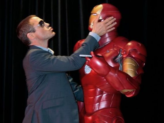 Iron Man lupta impotriva Apple si Samsung. Campania in care bdquo;s-a implicat  personajul interpretat de Robert Downey Jr