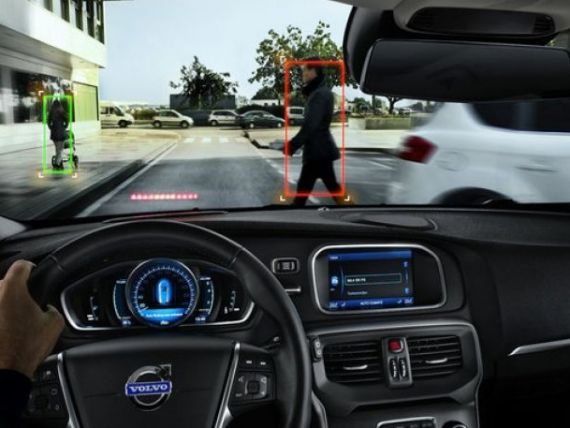 Cea mai sigura masina din lume. Volvo V40 are airbag pentru pietoni si senzori care impiedica tamponarea. VIDEO