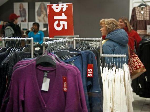 Cum achizitionezi haine, carti sau jucarii fara bani. Clujenii au organizat primul targ de bunuri si servicii bazat pe troc