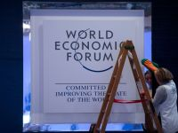 "Davos: Previziunile lui ""Dr. Doom"" privind zona euro, dejucate de Merkel, Draghi si Grecia"