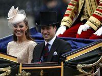 O suzeta, o tigaie, pantofi, sos condimentat - printre cadourile primite de familia regala britanica