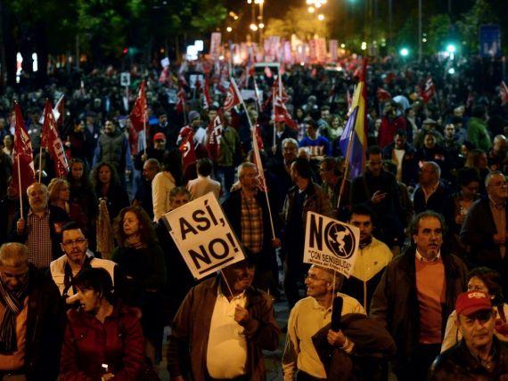 Spania renunta la austeritate. Somajul e la nivel record, iar recesiunea s-a agravat