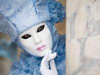 """Romania """"defileaza"""" in costume si masti populare la Carnavalul de la Venetia"""