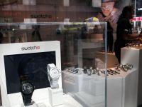 """Industria de lux prospera. Pe ceasul """"premium"""" Swatch, timpul arata doar profit dupa profit"""