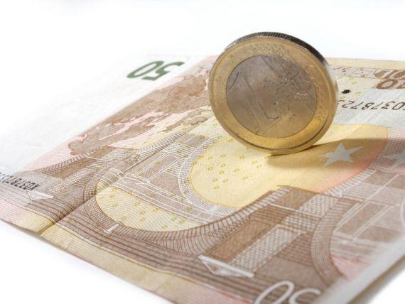 Cursul a urcat peste 4,4 lei/euro. Aprecierea monedei unice fata de dolar, din ultimele sase luni, ar putea fi stopata astazi de BCE