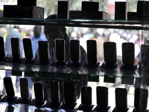 Vanzarile de telefoane la nivel mondial au scazut anul trecut pentru prima data din 2009