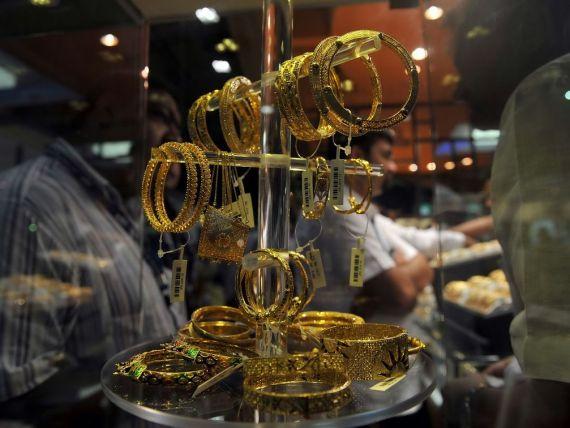 India, tara care se imbraca in aur, desi nu produce deloc. A investit in importuri 56 mld. de dolari, in timp ce rezervele financiare ale statului scad continuu