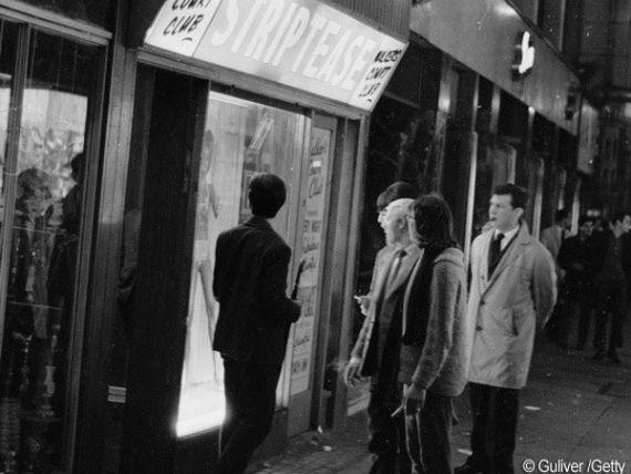 Concedierile si taierile de bonusuri din City lovesc barurile si cluburile de striptease din Londra