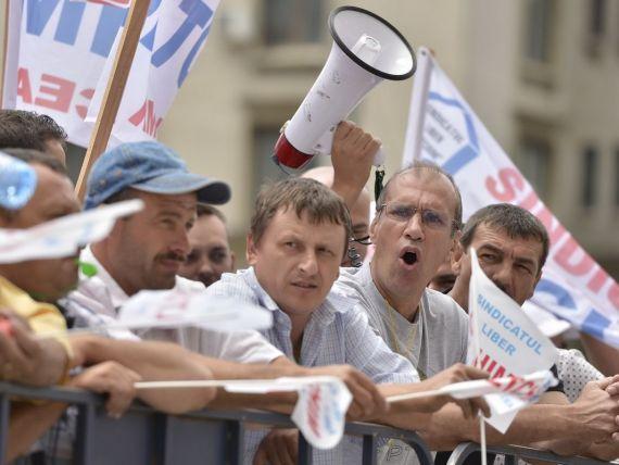 21 de angajati ai Oltchim sunt in greva foamei. Ministrul Economiei ii cheama luni la negocieri