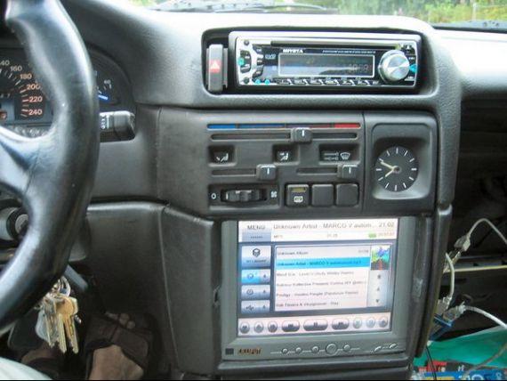 Cea mai noua tehnologie in domeniul auto. Iata cum se conduce masina cu ajutorul iPad-ului, fara control uman VIDEO