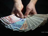 Investitorii straini, interesati de obligatiunile emise de Guvernul de la Bucuresti. Analistii recomanda titlurile romanesti, cu dobanzi in scadere