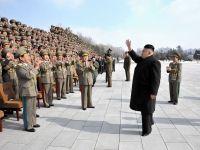 Liderul nord-coreean a asistat la manevre de simulare a unui  razboi real