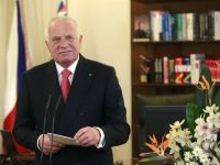 Presedintele ceh Vaclav Klaus, acuzat de inalta tradare