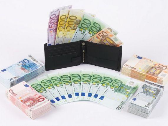 Comisia Europeana vrea limitarea salariilor directorilor companiilor cotate la bursa