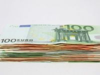 Leul se depreciaza si marti. Cursul a crescut la 4,3749 lei/euro