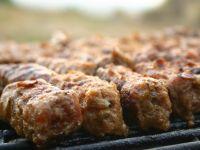 Carne de mici, retrasa din hipermarket-urile Kaufland