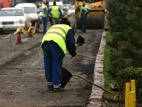 Si-au pierdut increderea in autoritati. Localnicii din Tara Oasului isi asfalteaza drumurile si utileaza scolile din banii proprii