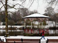 Marea Britanie, afectata de ploi si ninsori. 350.000 de locuinte au ramas fara curent electric