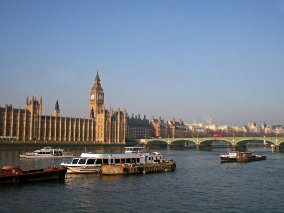 Cum vor englezii sa tina imigrantii departe de Regat: permise biometrice si limitarea accesului la locuinte sociale