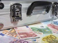 Se pregateste BNR de infiintarea unei banci-punte, cum faci bani din hartia igienica si seful Facebook ar putea intra in politica