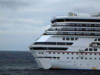 30 de pasageri au sarit in apa, dupa ce un vapor a luat foc la Londra