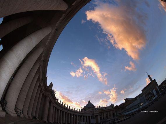 Papa Francisc ar putea inchide Banca Vaticanului