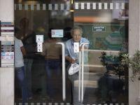 Proprietarii de Mercedes si BMW din Cipru stau la coada ca sa primeasca gratuit haine si alimente