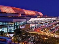 Cel mai bun aeroport din lume: tururi gratuite de oras, piscina pe acoperis, cinema, gradini verticale si cascade. FOTO