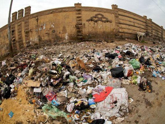 Oceane  de gunoi pe strazile Egiptului. Cum se distruge una dintre cele mai mari economii din Africa, dupa caderea regimului Mubarack