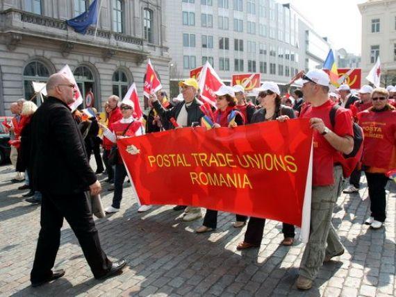 Salariile postasilor vor fi reduse cu pana la 50%, iar programul de lucru va fi de 4 ore.  Concediere colectiva mascata! , reclama sindicalistii