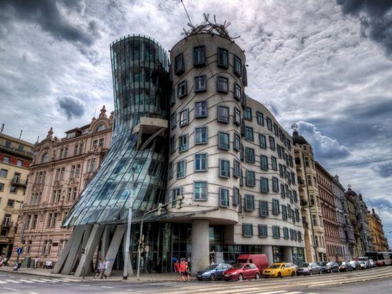 Cea mai ciudata idee de afaceri. O agentie de turism face  turul coruptiei din Praga