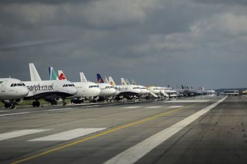 Situatie ilara in UE: aeroporturile si terenurile de golf primesc subventii pentru agricultura. Printre ele, si bdquo;Henri Coanda