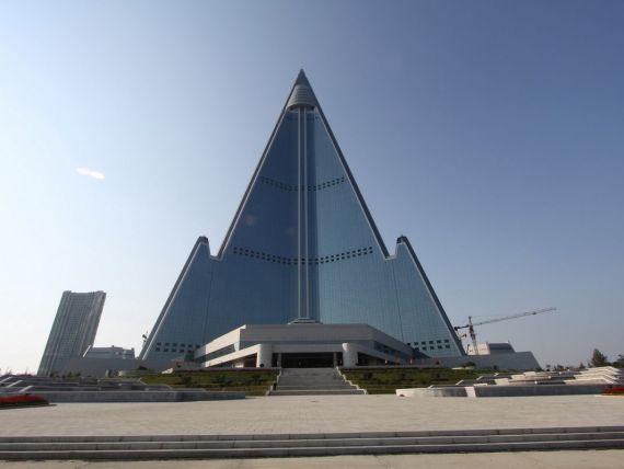 Ce ascund inscriptiile de la etajul secret al celui mai mare hotel din Coreea de Nord