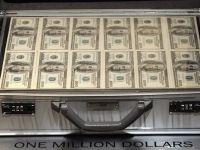 Mitul din spatele salariului de 1 dolar. Cum ajung sefii marilor companii sa castige sute de milioane, desi in acte au lefuri simbolice