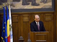 """Basescu sesizeaza Curtea Constitutionala cu privire la Statutul parlamentarilor: """"Legea incalca separatia puterilor"""""""