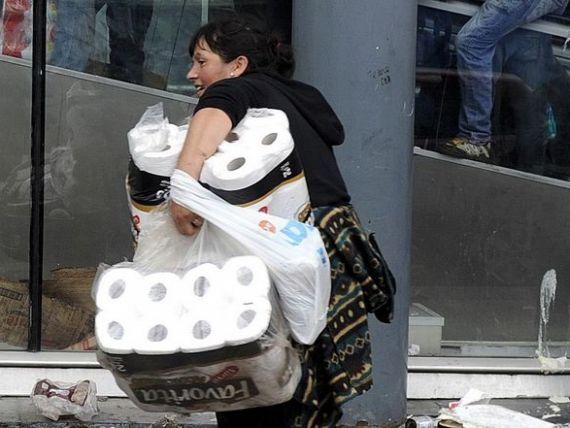 Goana dupa hartie igienica. Din cauza controlului preturilor si al cursului, Venezuela nu mai poate asigura cetatenilor produsele de baza