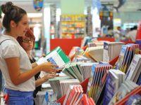 Din 2014 elevii vor avea manuale noi, in varianta tiparita, digitala si online
