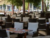 Castigatorii unor licitatii de autostrazi de 900 mil. euro, tinuti la secret, cele mai in voga restaurante de pe litoral sunt conduse de un manager de 23 de ani, iar Twitter introduce un sistem anti-hacking