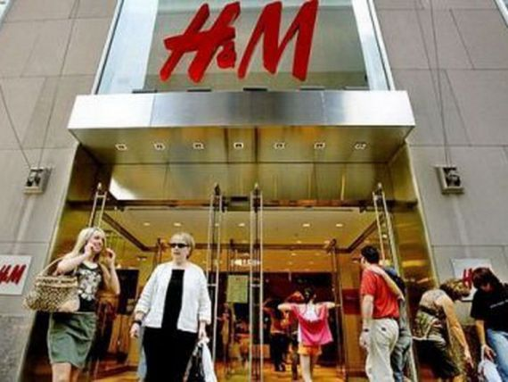 Compania H M, acuzata ca a copiat modele de la brandurile de lux Balenciaga, Celine si Kenzo