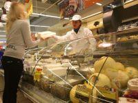 Branza, cozonacii si zacusca romanesti ajung pe rafturile supermarketurilor din Italia